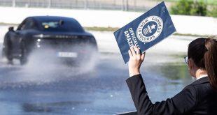 Porsche с рекорд на Гинес за най-дълъг дрифт